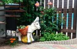 Садовый ослик